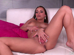 Liza Del Sierra rubs herself a bit previous to engulfing on a large schlong