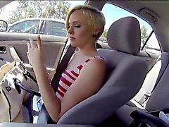 Loira a Miley de Maio de mete forasteiro por dinheiro