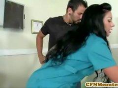CFNM медицинская сестра Каменщик Мура получает какие сперму