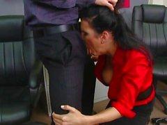 Caldi Brunette whore Shay cose gode di di ottenere la sua la bocca speronato dal un cazzo enorme