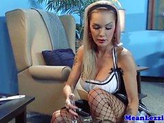 Große Brüste Lesbe Porno Star Devon als eine schmutziges maid