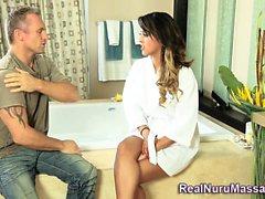 Di Nuru massaggiatrice viseificati