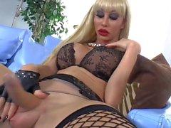 Blonde Frauen mit Schwanz Babe Ximena Freut als sie selbst