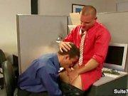 Makeat gay lyömällä toimiston toiminnassa