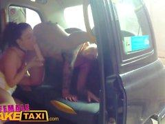 Kvinna Fake Taxi Kåta fuska bruden att vara vill ha en sista lesbisk fling