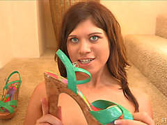 Shoe Fetish Perverted Gal Inserts Her High Heels in Her Snatch