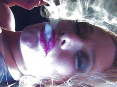 Фотографий грудастая блондин курить горячий дразнит Шайла в
