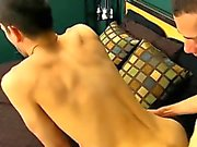 Meninos gays gratuitamente sem pêlos do púbis pornô Jake Steel enfraquecidos