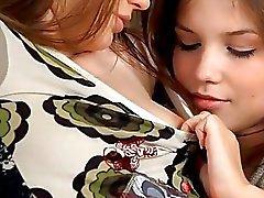 Två jävla heta tonåringar har het lesbisk sex