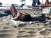 Sexy Italiener Milfs topless Sonnen