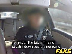 Gefälschte Cop Der uniformierte policemans cum macht sie verstorbenen