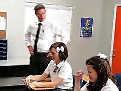För UH oh busted school behöva knulla lärarens