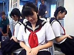 Adolescente Kazuha Mizumori ama el masturbando en la escuela