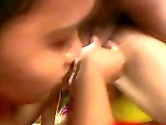 Två Filipina tjejer gav Avsugning