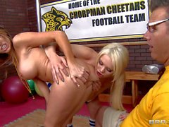 Nuttig Grosse Meise Cheerleader Courtney Cummz und Alexis Ford