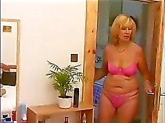Volwassen vrouw en jonge jongen 4