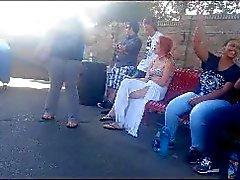 Voyeurisme l'étudiante fumer dans parc d'attraction