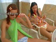 Birlikte kesik kesik sıyırma İki kız