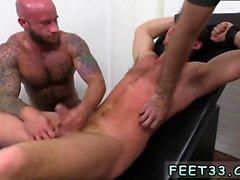 exame do pênis masculino gay pornô masturbar Connor Maguire Jerked &