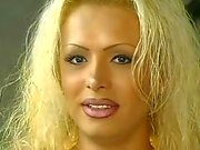 Hot Blonde Трансвистит Ебаный Волосатость блядь