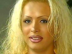 Hot Blonde Transe Schlampe verdammte Haarig