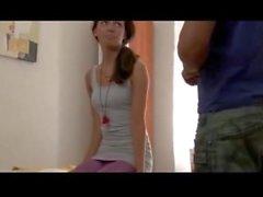 massaggio a a lieto fine sexy giovane ragazza Russian di 18 anni