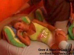Schrauben junge Tochter während des Schlafs