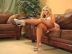 sexy Blonde mit dicker Arsch Strümpfen