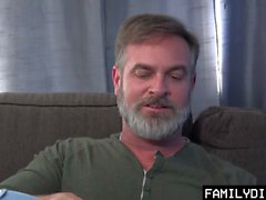 FamilyDick - Latin Twink Obtém Rammed no sofá