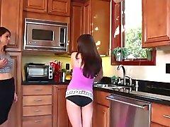 mere fille en cuisine
