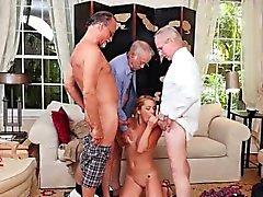 Горячие подростков Raylin Анн засасывает три старых краны мужские