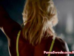 Puma Swede Fucks vulva con del consolador cristal de !