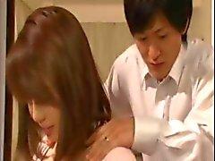 relações sexuais por um bebê Asian de seios grandes ea um gajo do