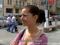 Tschechischen Mädchen wird in der Toiletten fickte