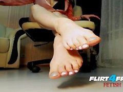 Lusty Sonya on Flirt4Free Fetish - Dirty Talkin Babe Toys with Feet & Dildo