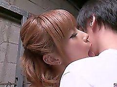 Sumire från Matsu i hennes knä tigger om Han Sperma