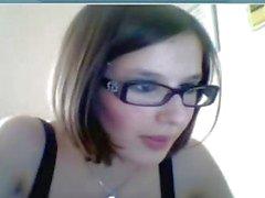 Cazip gözlük kız kelepçeleri seviyor!