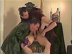 Prisioneiro quente chega o pau chupou por chick e de cara na cadeira do , em seguida, fodidos
