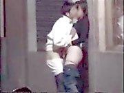 De los pares teniendo sexo en público en la calle ocultada Tablero de