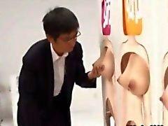 Étranges asiatiques jeu télévisé fille de se palpa