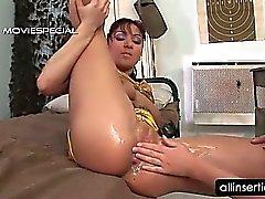 Les lesbiennes sale de passe état sauvage de poing dans sa fente
