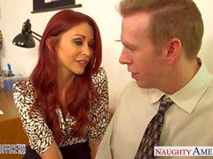 Redhead красотка Моник Александром ебут в отделении