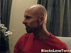 Negro médico spunks hunk