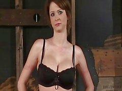 Emily Addison Upeat Runko sidotun ja munaa Vittu Koneen - orgasmit