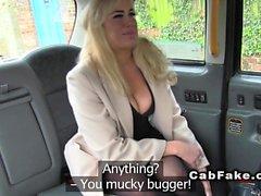 Große Titten Blondine in Strumpfhosen Pony in der Kabine