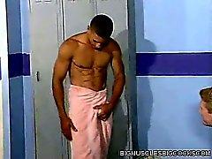 De muscle Locker Room homme de Baisez