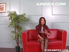 Megu Ayase Hot Asian Schätzchen zeigt ihren geilen Titten und Haarige
