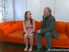 Sie Lieben ihr Freund, aber nicht genug, um Hände des alten Typen zu halten!