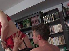 Nina Hartley gefickt von jüngeren Mann