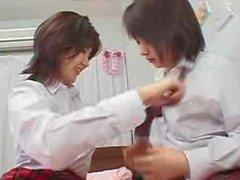 Japanese girls kiss850